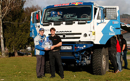 Handover of the K3 pump to the KAMAZ racing team at the HEINZMANN plant